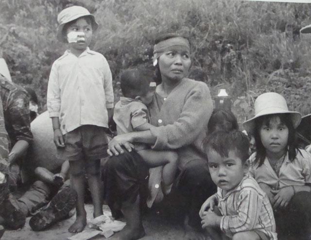 https://iwansuwandy.files.wordpress.com/2011/03/pleiku-to-refugees_danang.jpg?w=640&h=494